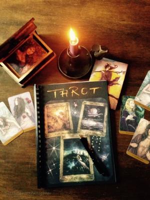 Как лучше изучать Таро: в группе или индивидуально?
